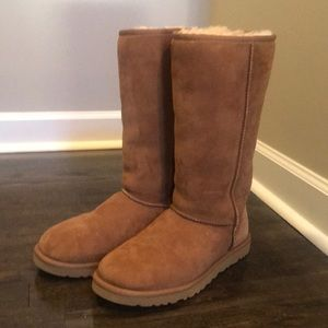 UGG'S CLASSIC TALL II BOOT (NEVER WORN)